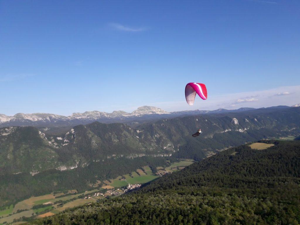 Le vol le long de la réserve naturelle du Vercors, est de toute beauté.